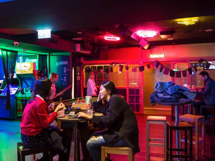 Late night venues without a lockout