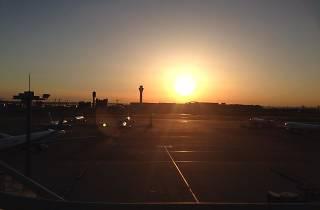 フリー素材より東京国際空港 初日の出