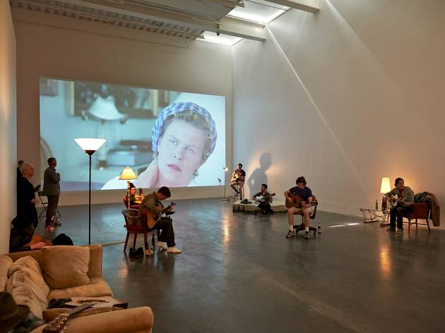 (Ragnar Kjartansson, Installation view of 'Me, My Mother, My Father, and I', 2014. Courtesy New Museum, the artist, Luhring Augustine and i8 Gallery. Photo: Benoit Pailley)