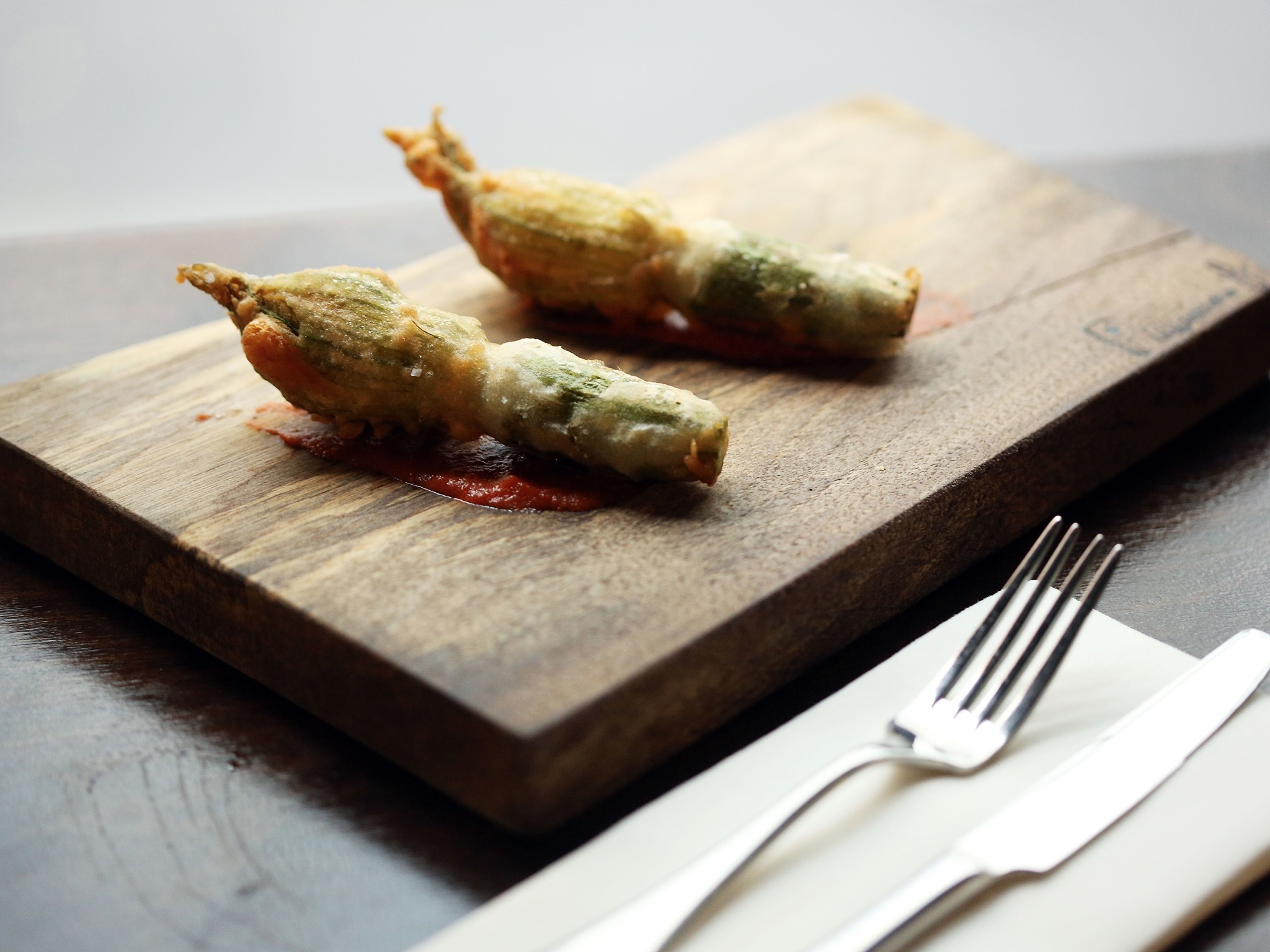 Fried zucchini flowers at tipo 00
