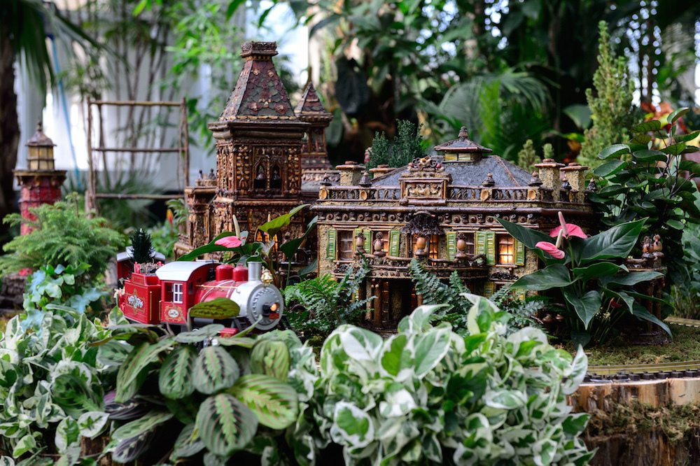 9 holiday attractions in nyc that you need to check out for New york botanical gardens train show