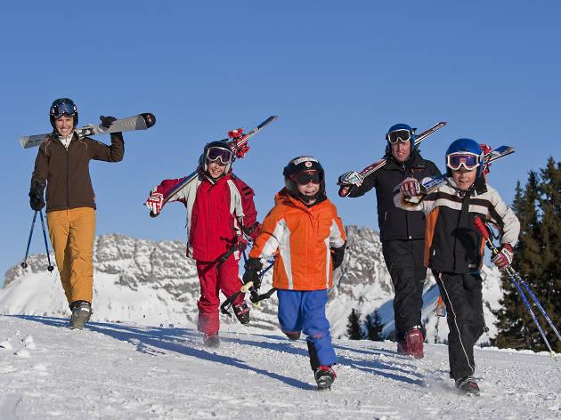 Family skiing on Rellerli, Gstaad