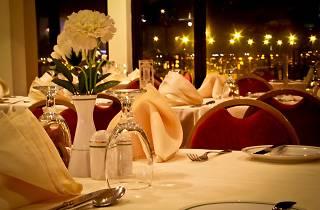 International dinner buffet at Harbour Room