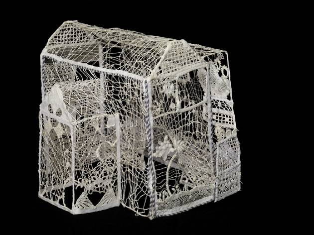 Maison de fils : auvent, 1984 cloth, lace and stiffened thread, 25 x 26 x 12 cm