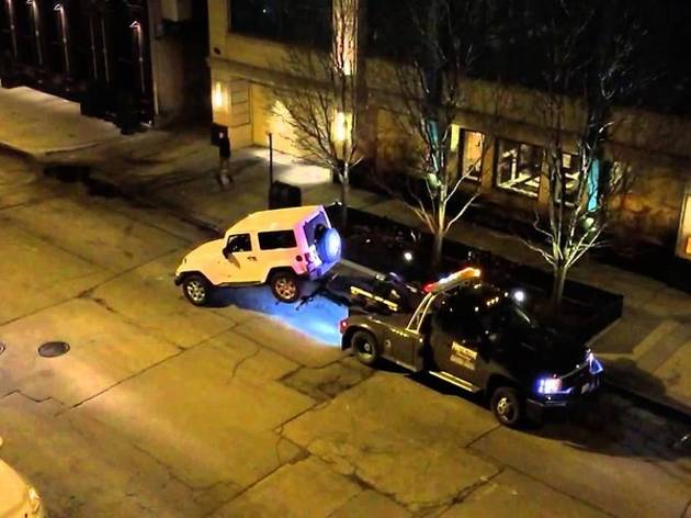 A Jeep escapes a Lincoln Towing truck