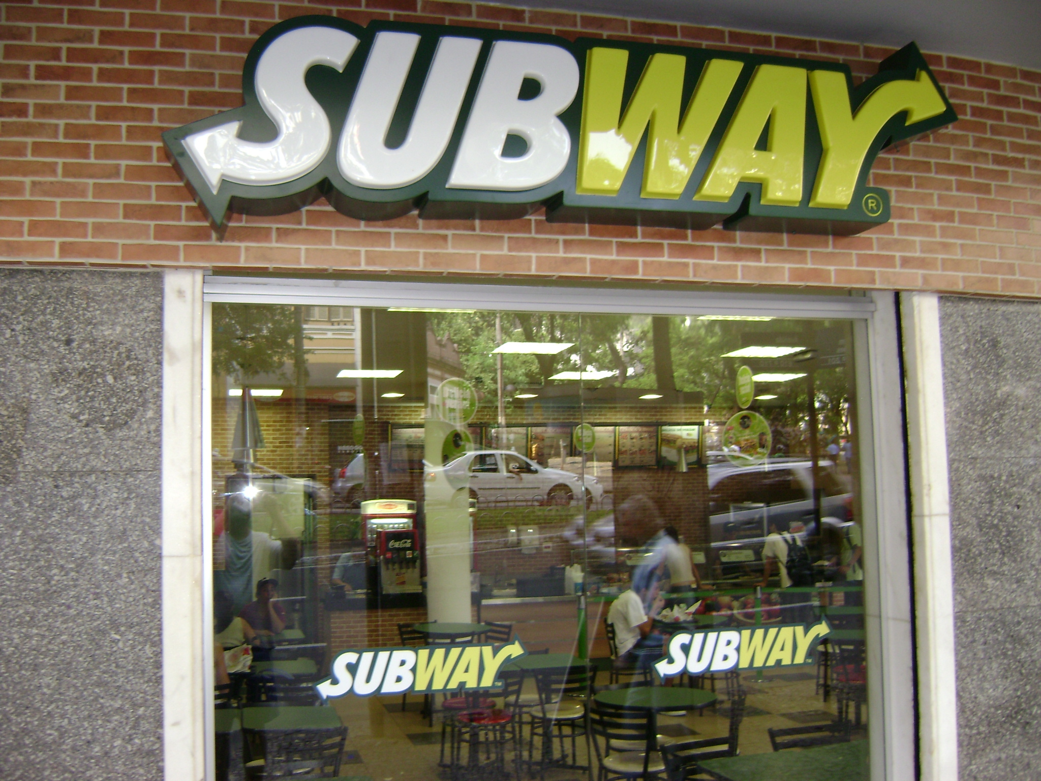 A robber holds up a Subway to pay for Potbelly