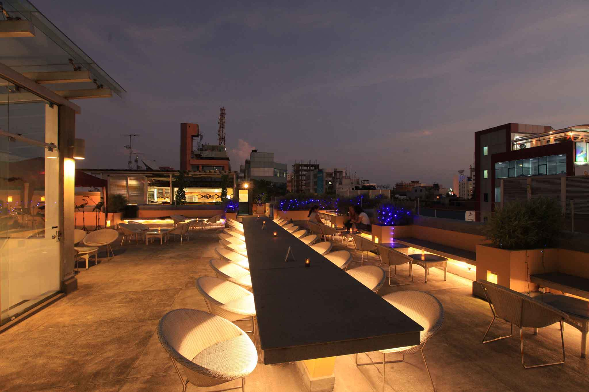 Happy hour at Cloud Café, Colombo Courtyard