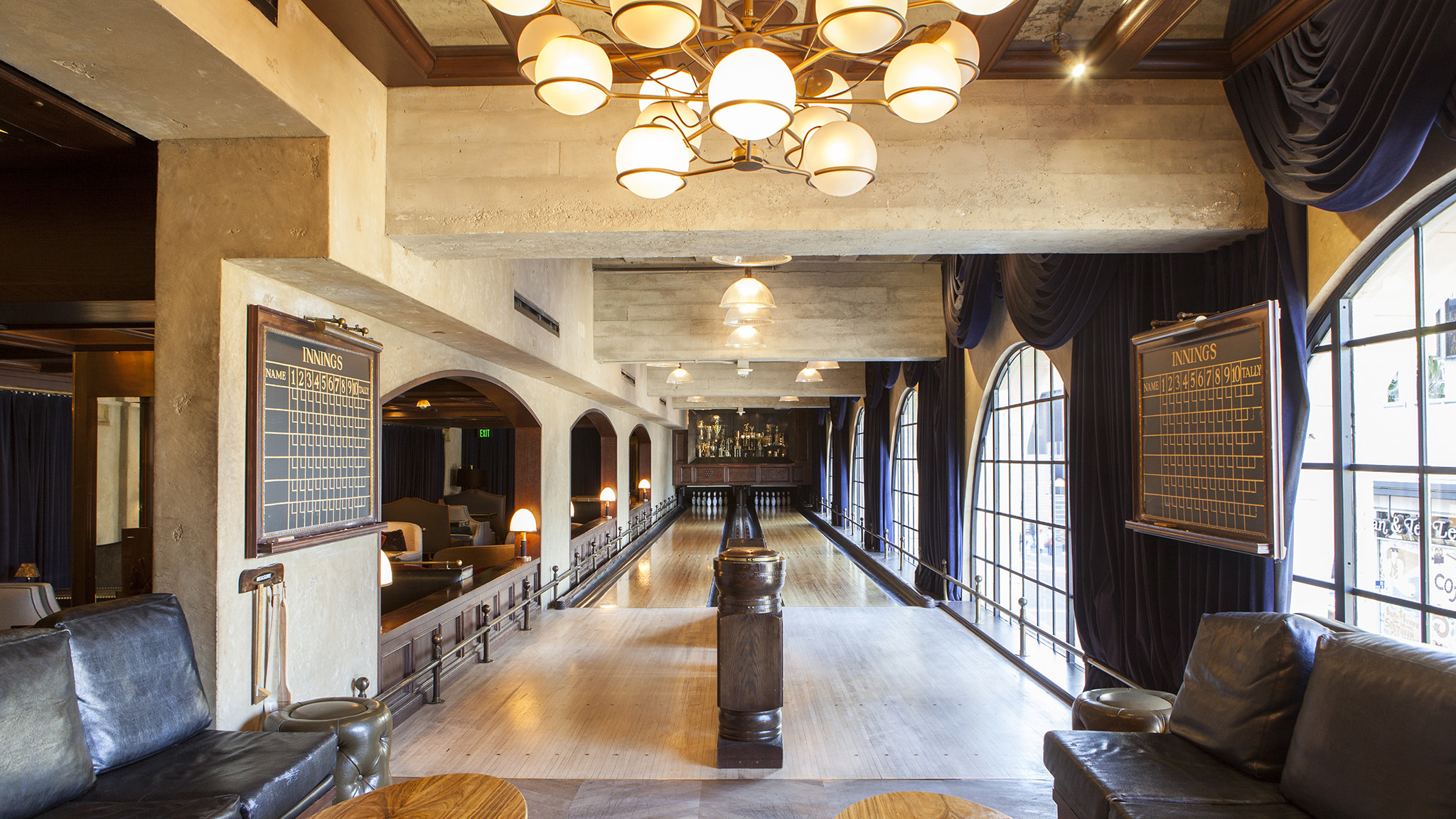 569dde414b39 L.A.'s Best Hotel Bars and Classiest Lobby Lounges