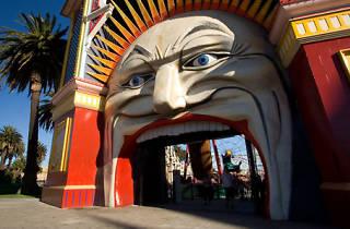 Luna Park moon face