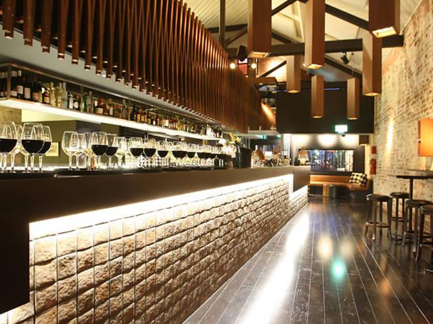 Morris Jones Bar & Restaurant