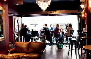Lustre Bar
