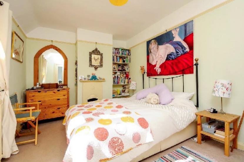 dormitori amb quadre