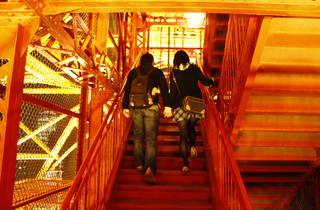 聖バレンタインデーは外階段で東京タワーに昇ろう!