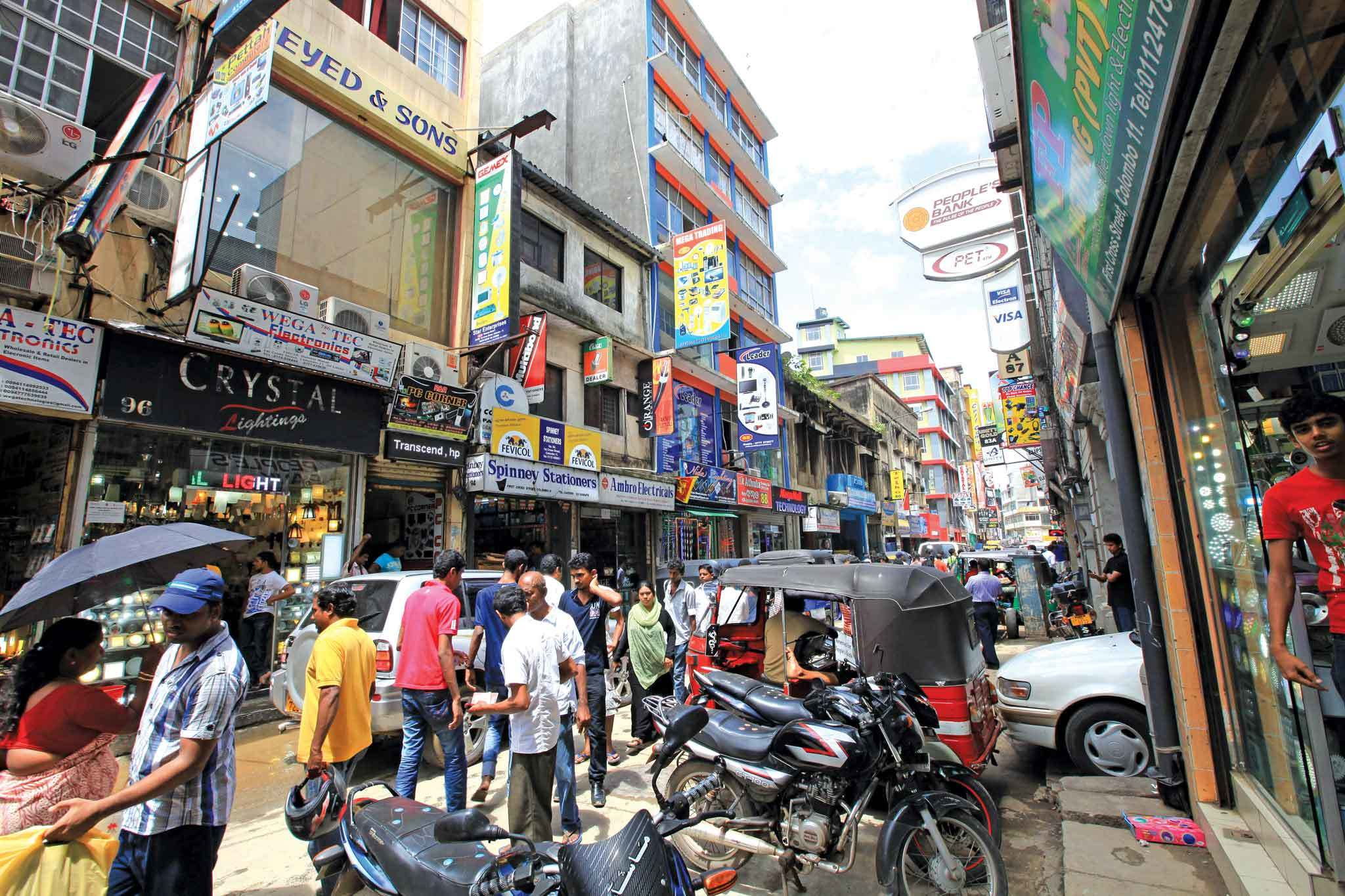 Plentiful Pettah sidewalks
