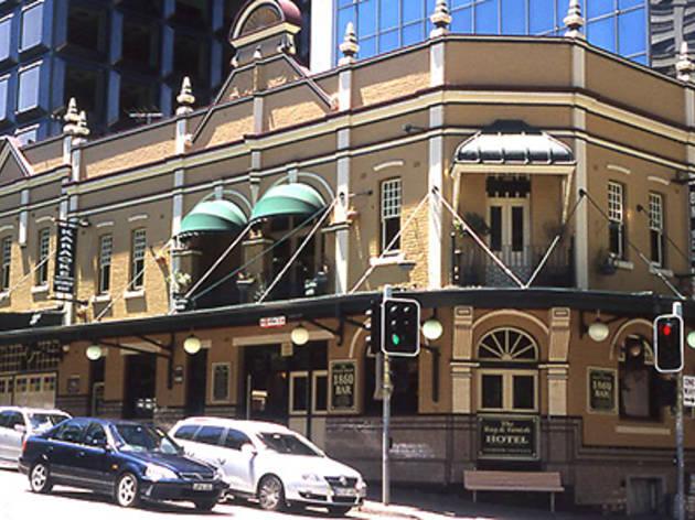 Rag & Famish Hotel
