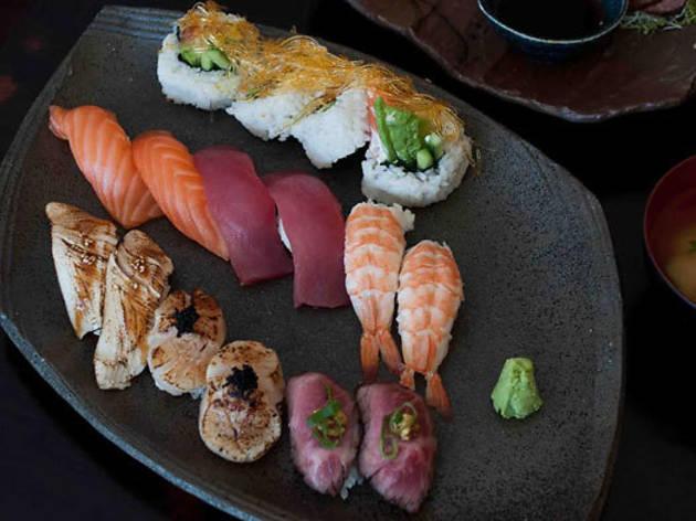 Ken's Sushi Bar Dining
