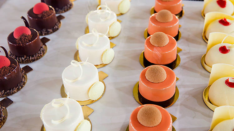 Anna_Kucera_Textbook_Boulangerie_Patissere--cakes-food.jpg