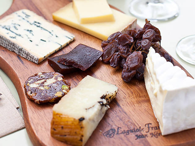 grocery_and_grog--cheese-plate.jpg