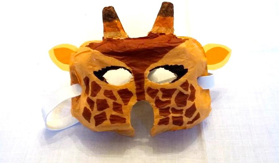 Un masque de girafe