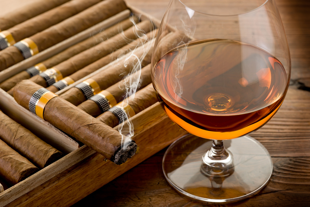 Find a cigar bar in NYC for the best smokes while lounging
