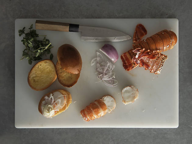 Supernormal lobster roll assembly