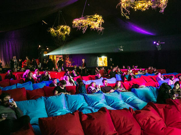 Backyard cinema film in london for Romantic things to do in nyc winter