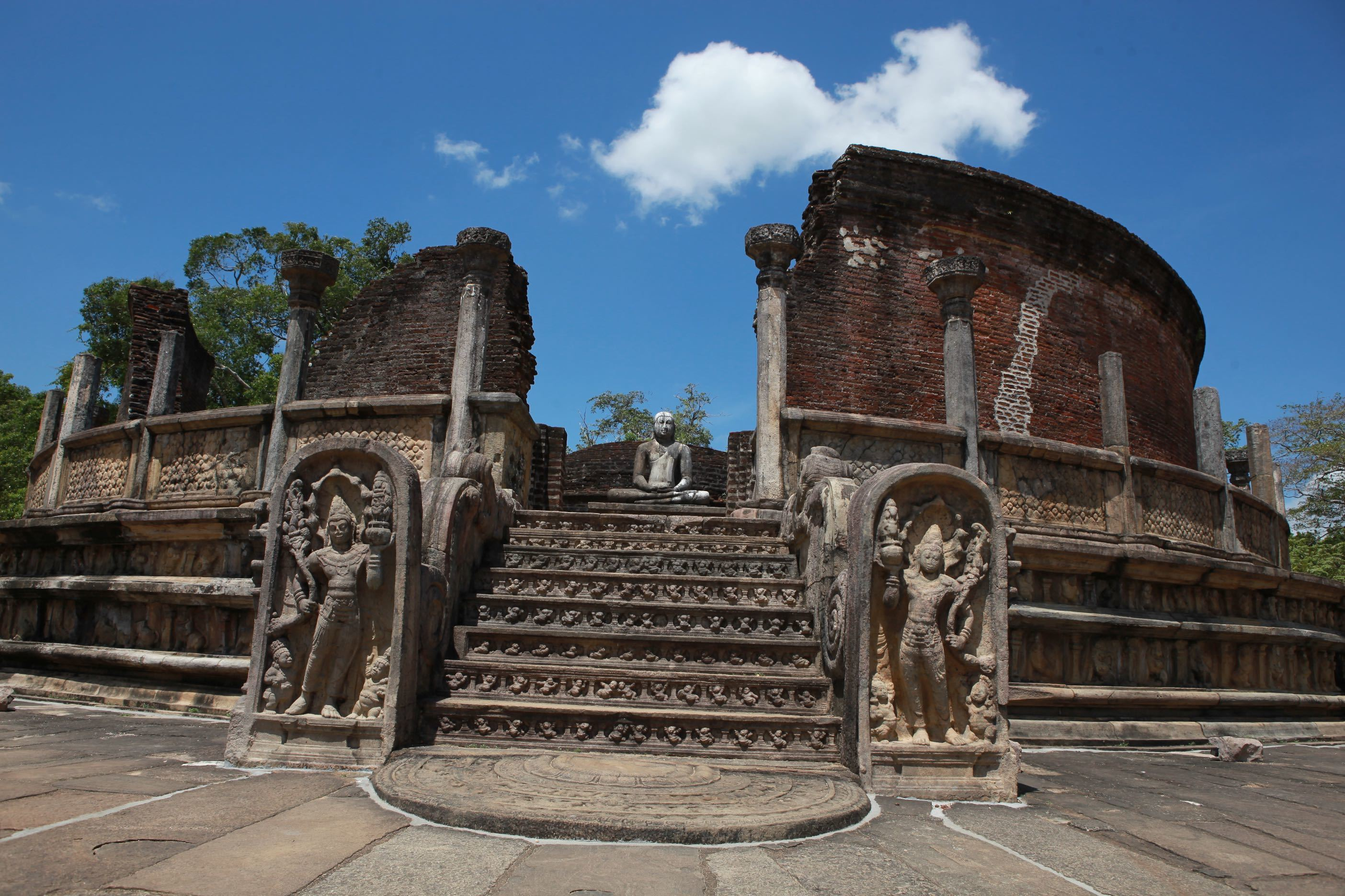 View the ruins of Polonnaruwa on a bicycle