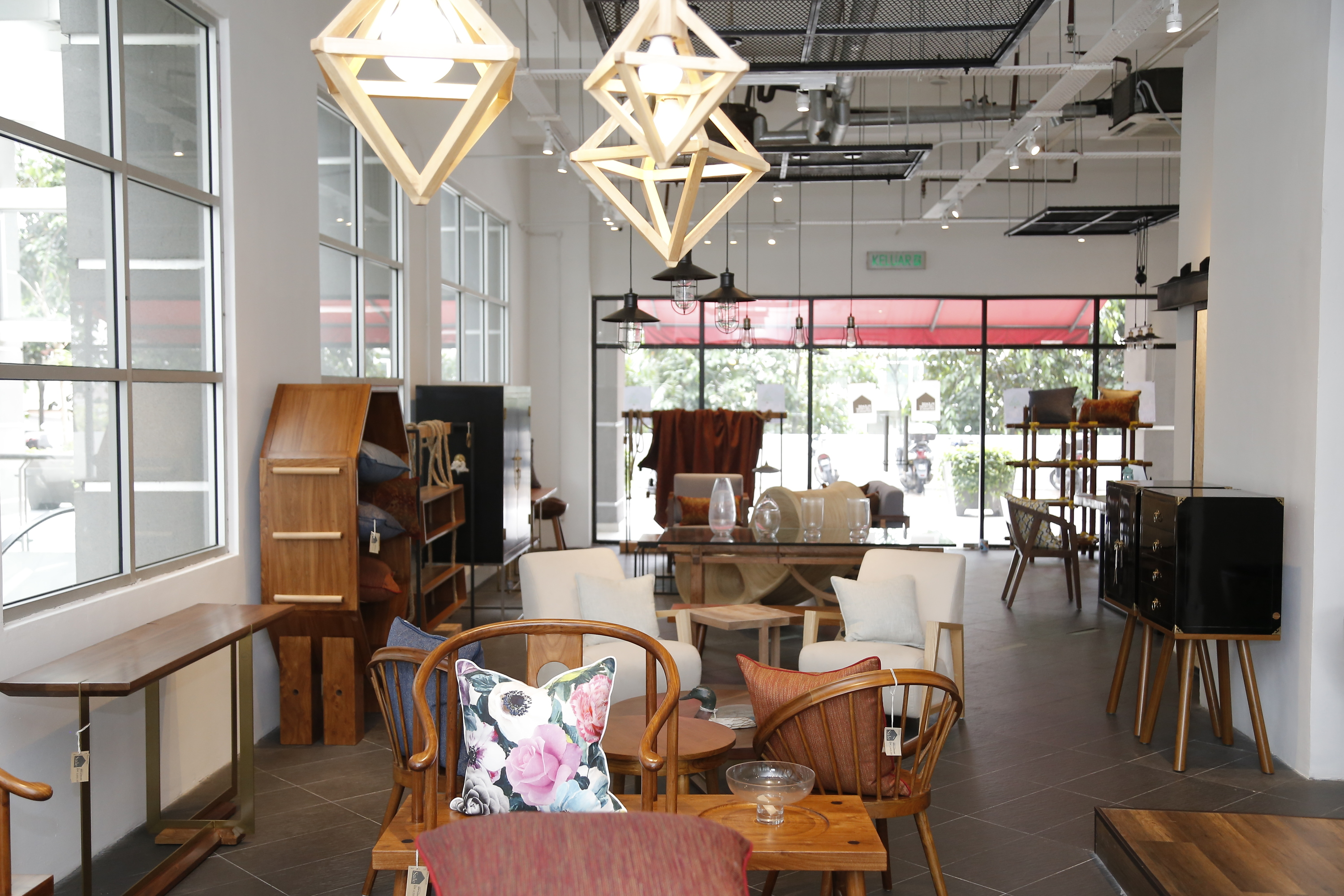 The best furniture and home decor stores in kl for Room decor shopping