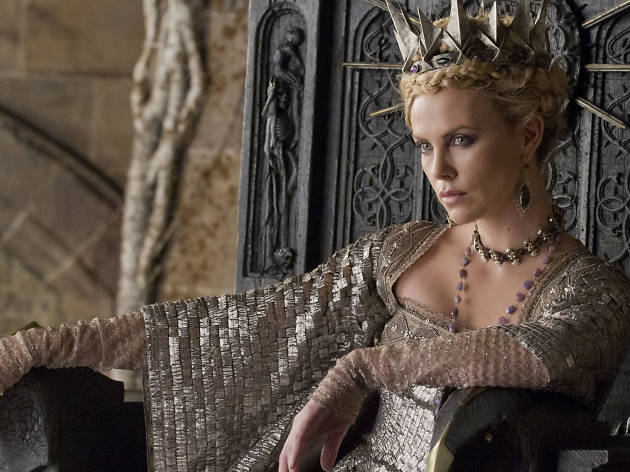 Queen Ravenna (Charlize Theron)
