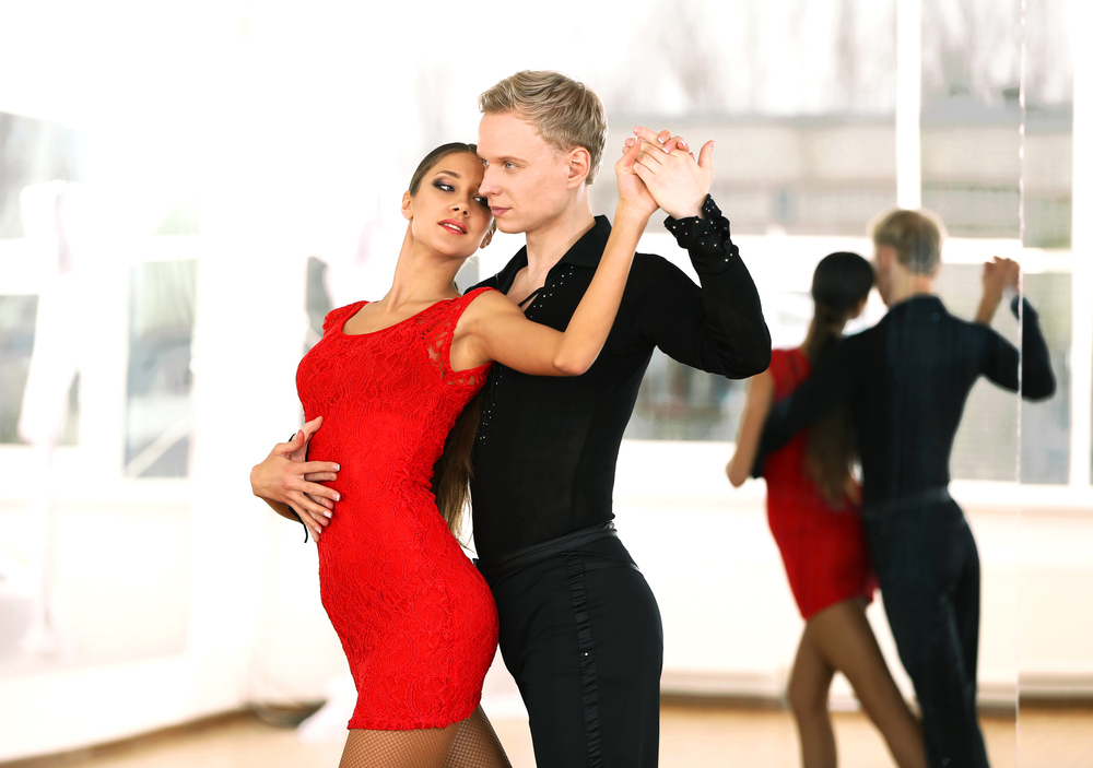 Best ballroom dancing classes in nyc from tango to cha cha for Best dance classes in nyc