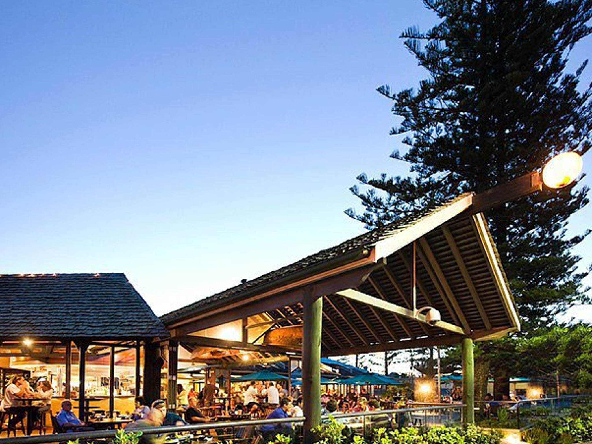 Beach Hotel Byron Bay beer garden