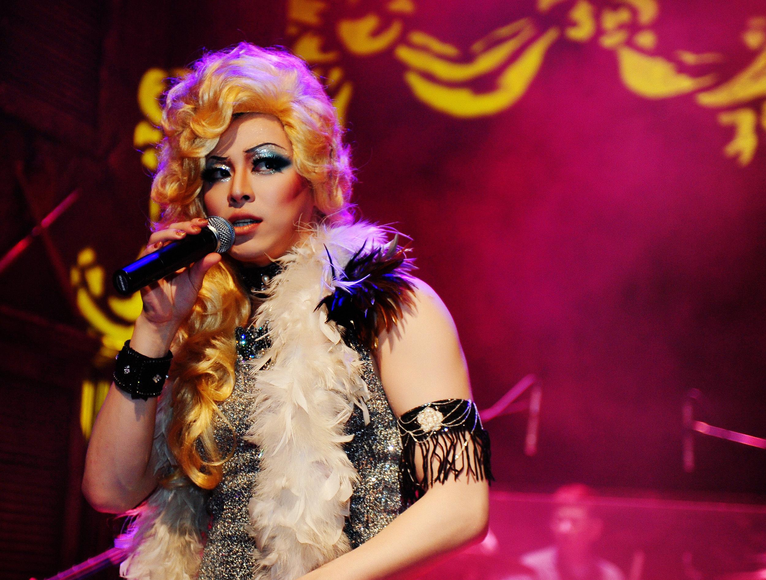 Hedwig: New Makeup