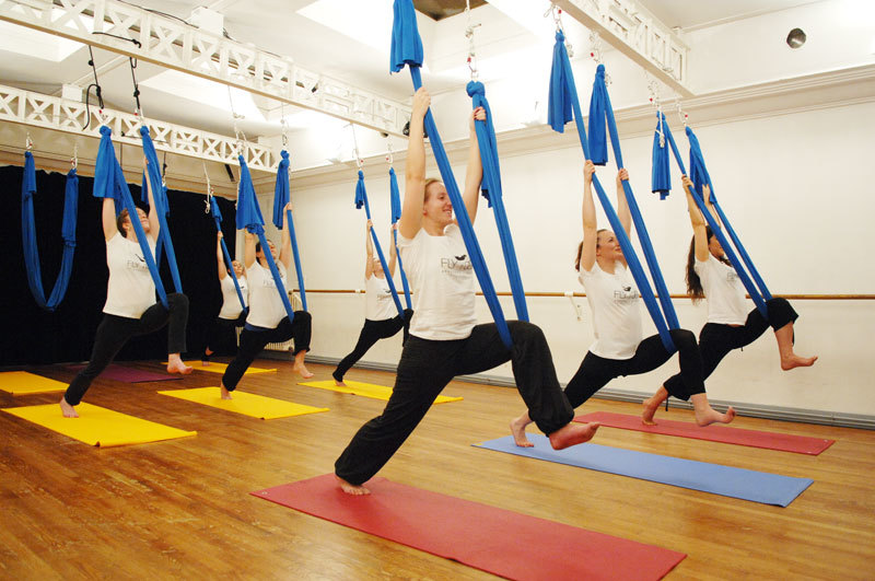 Le fly yoga et le yoga bikram