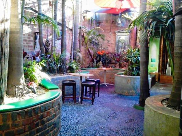 DT's Pub Shangri-La
