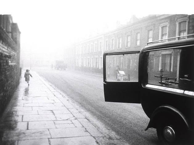 Best London photos: Robert Frank: London Street, 1951. © V&A