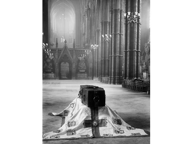 Best London photos: Horace Nicholls. Coffin of the Unknown Soldier rests in Westminster Abbey