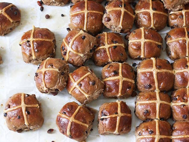 Baker D Chirico hot cross buns