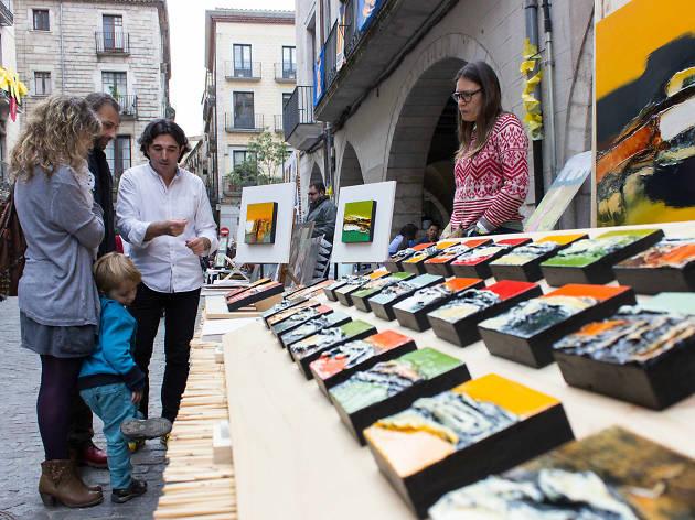 Craft and artisan food fair in Plaça Miquel Santaló
