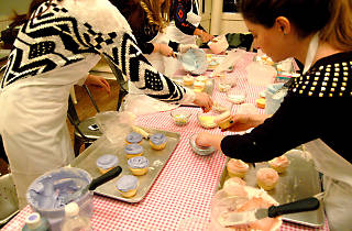 Mother's Day Icing Class at Magnolia