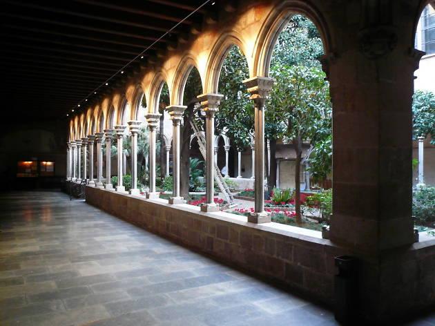 Claustre de la basílica de la Puríssima Concepció