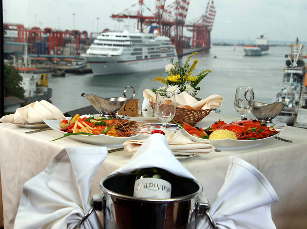 A la carte lunch at Harbour Room