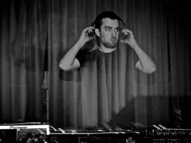 Scuba (DJ set) & Walls (live)
