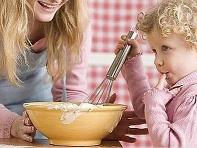 Anneler ile Çocukları Pişiriyor