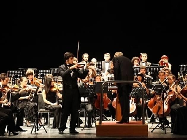 Festival Genç Solistini Sunar İstanbul Üniversitesi Devlet Konservatuvarı Senfoni Orkestrası