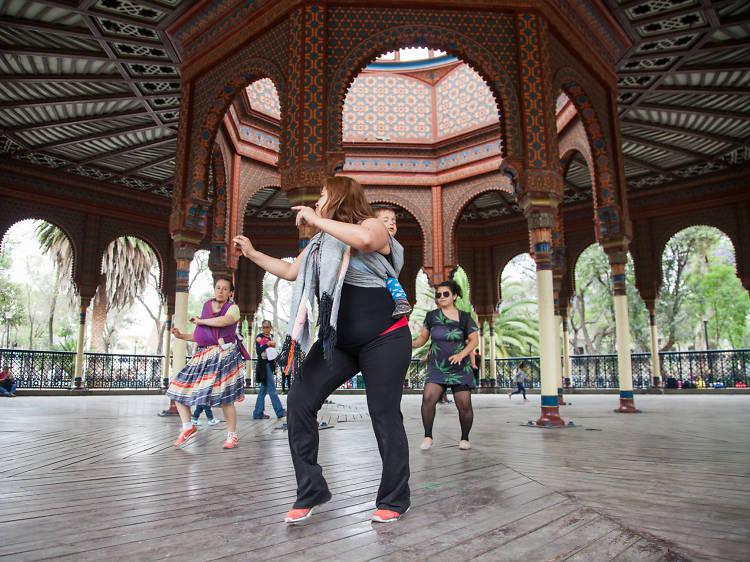 Porteo y baile: Danza portando