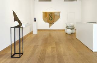 (Barry Flanagan: Installation view of 'Animal, Vegetable, Mineral' at Waddington Custot. © The Estate of Barry Flanagan)
