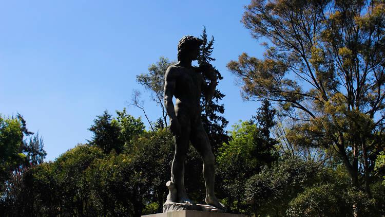 Estatua de David en el parque Plaza Río de Janeiro en la Roma