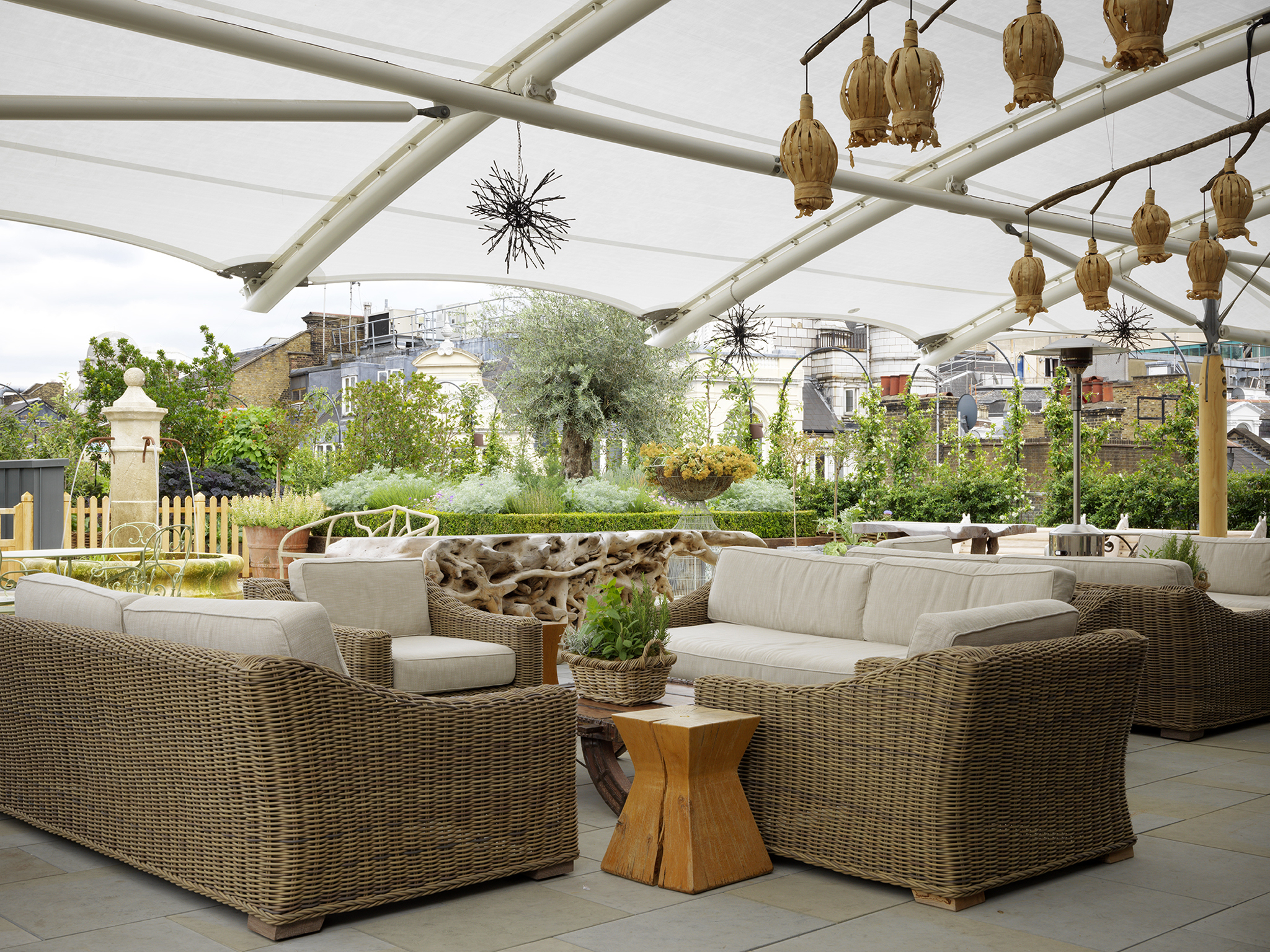 29 best rooftop bars with dazzling views in london for Hotel the terrace