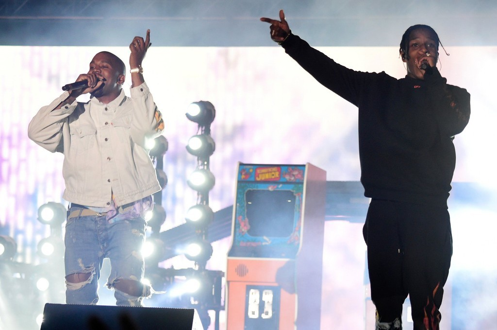 Kanye West's mic gets cut, and more news from Coachella 2016 day one