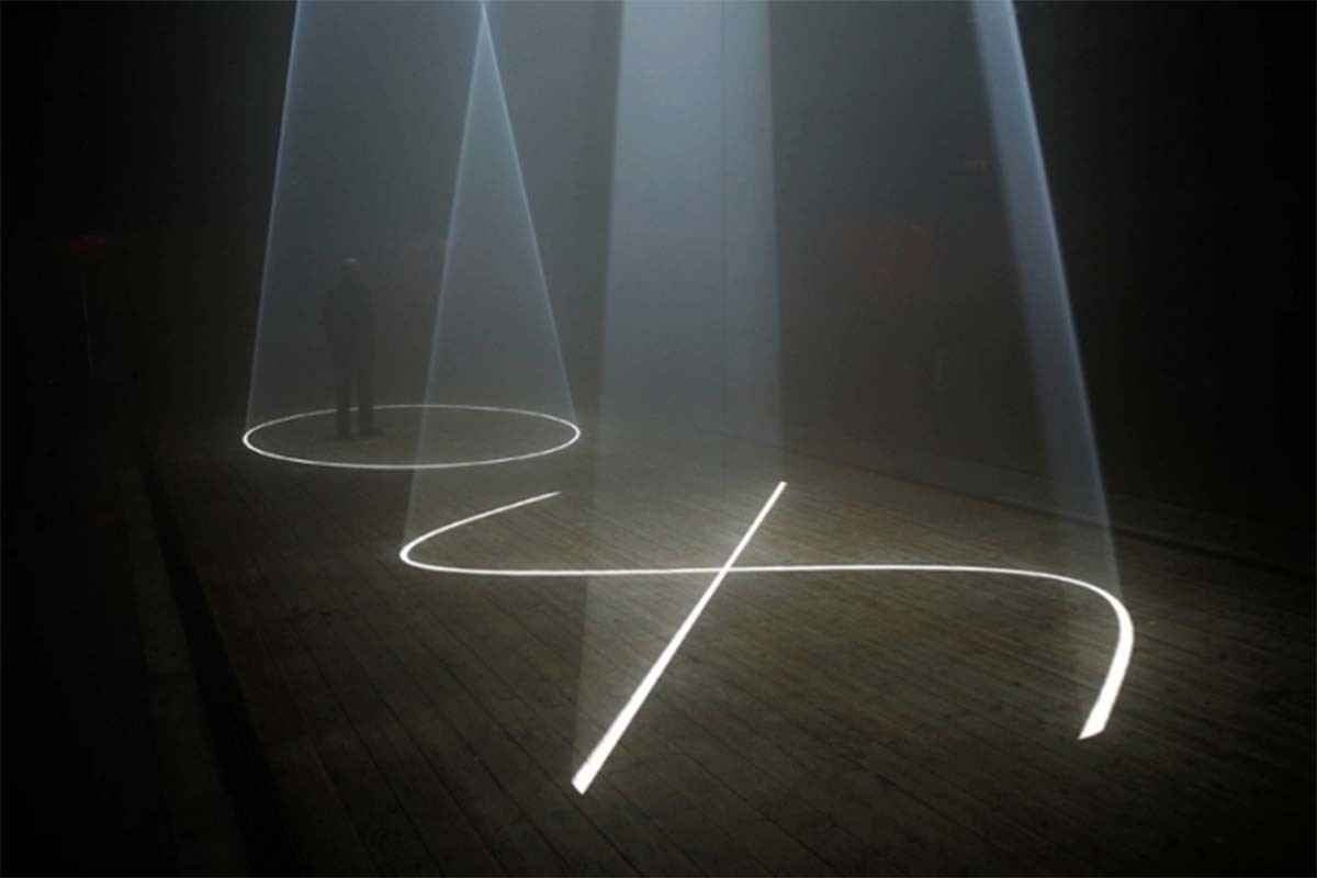 Anthony McCall: Solid light, performance and public works